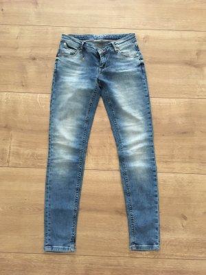 Neuwertige Jeans von Only Gr 27/30