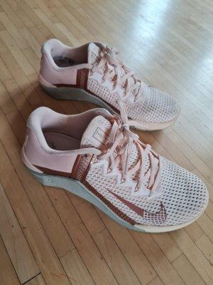 Neuwertige Nike Metcon 6, Gr. 39, rosa/Roségold