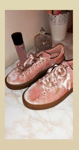 Neuwertige Puma Basket Schuhe in Rosa aus Samt, Größe 39
