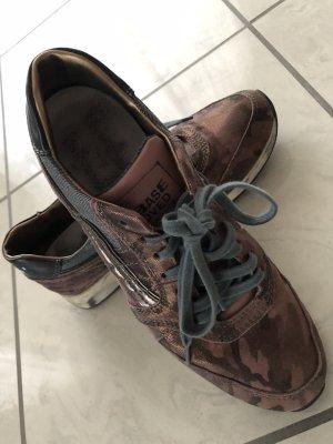 Neuwertige schöne Leder Sneakers von Primabase