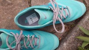 Neuwertige Sneaker von Nike  in tollem leuchtenden Türkis in Größe 42
