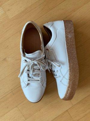 Neuwertige weiß/goldene Tommy Hilfiger Sneaker
