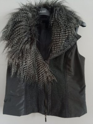 Neuwertige Weste mit abnehmbarem Felloptik Besatz, Marke KAPALUA,GR.36z