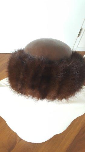 Chapeau brun fourrure