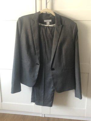 Neuwertiger Hosenanzug Blazer Hose Business Wear H&M Gr. 44 grau