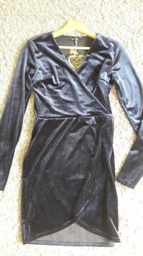 Neuwertiges ,enganliegendes Kleid aus Velours in Mitternachtsblau