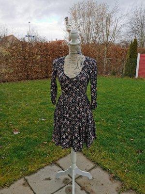 Neuwertiges Kleid von Hollister