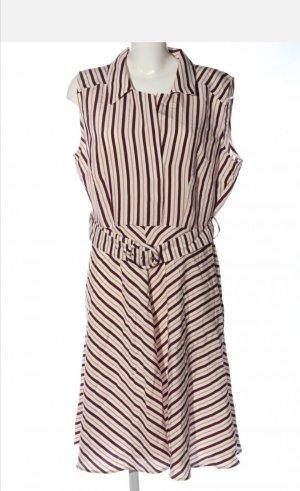 Neuwertiges tailliertes Sommerkleid