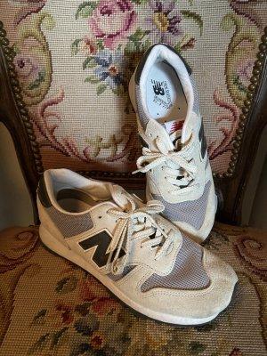 New Balance Sneaker Creme/Grau