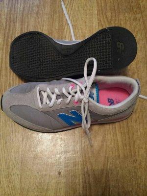 New Balance Sneaker grau Gr. 40