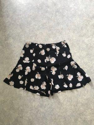 New Look Shorts black-pink