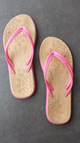 New Yorker Pink Ornament Boho Hippie Flip Flops in Holzoptik