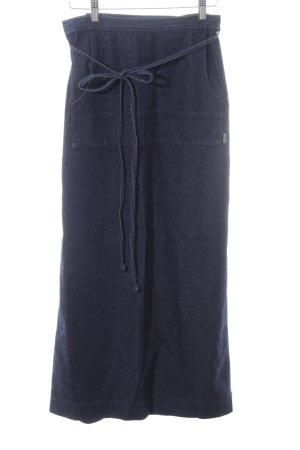 Next Falda cruzada azul look casual