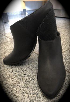 Charles David Heel Pantolettes black leather