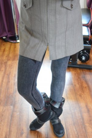 Niedliche Stiefelette Gr. 39 von VINICE grau kariert