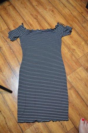 Niedliches Fashionnova Carmen strechiges Shirtkleid Gr. 40