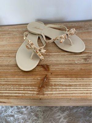 Sandalo toe-post color carne