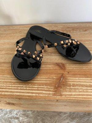 Sandalo toe-post nero-oro