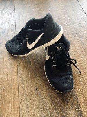 Nike 2017 Run Sneaker