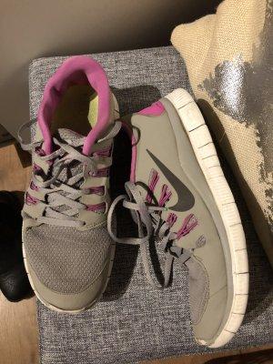 Nike Zapatilla brogue gris-color plata