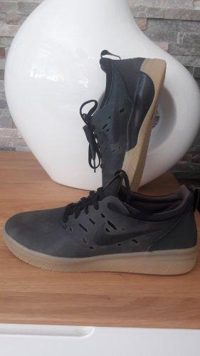 Nike Basket à lacet gris vert