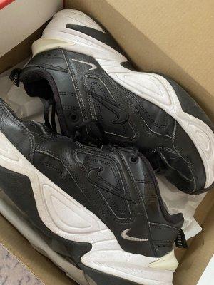 Nike 2k tekno schwarz mit weißer sole
