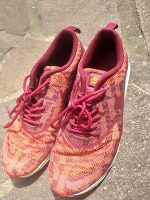 Nike Lace-Up Sneaker orange-red