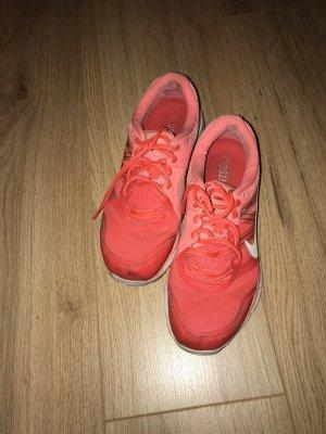 Nike Lace-Up Sneaker salmon-black