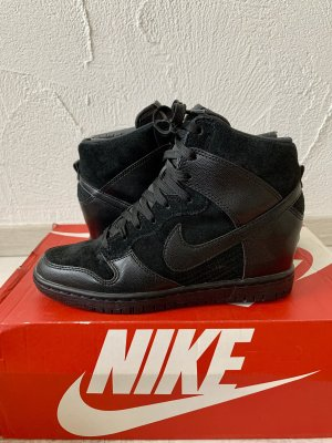 Nike Absatzsneaker