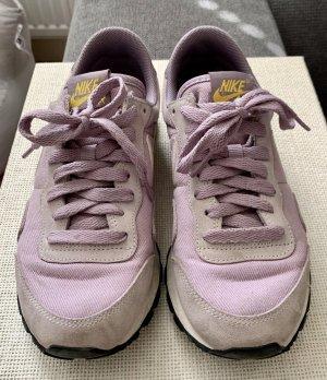 Nike Basket à lacet mauve
