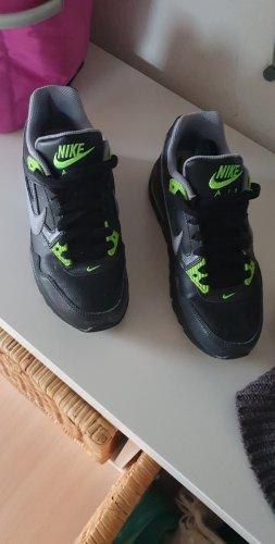 Nike Lace-Up Sneaker black-neon green