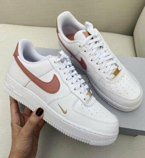 Nike Air Force 1 07 Essential rust pink in 40 & 39 !!