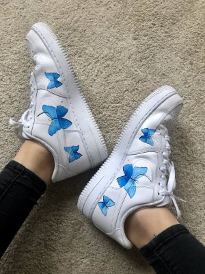 Nike Lace-Up Sneaker white-neon blue