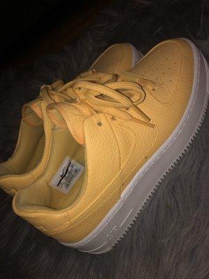 Nike Lace-Up Sneaker light orange-white