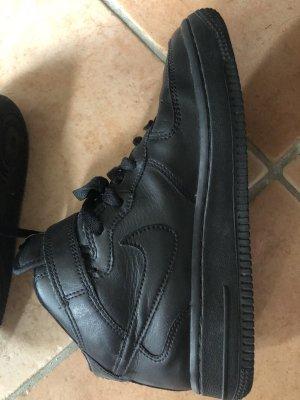 Nike Basket montante noir cuir