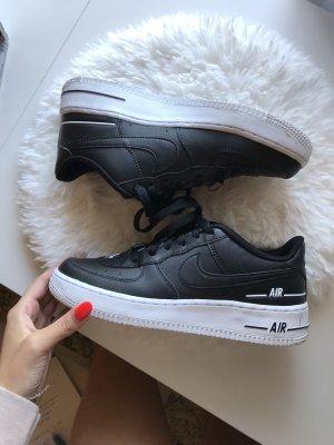 Nike Air Force 1 LV8 3