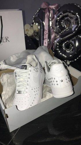 Nike Air Force 1 mit Sternen Sternchen nieten verzierter Sneaker