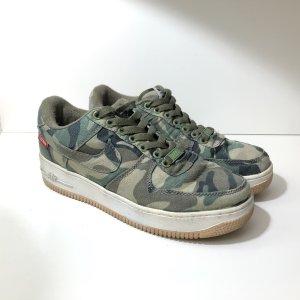 Nike Air Force 1 x Supreme Sneaker