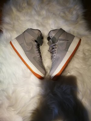 Nike Air Force high in grau