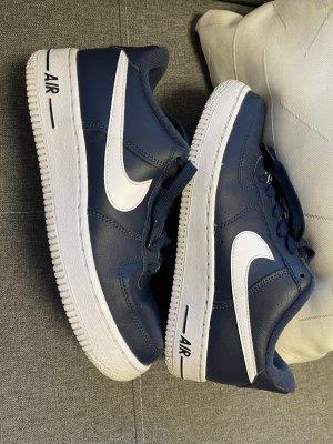 Nike Air Force I in dunkelblau