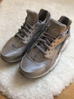 Nike Air Huarache RUN SE Metallic Silber Silver Größe 40