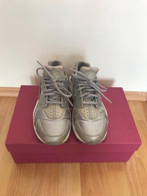 Nike Air Huarache Silber/Grau Gr.38.5 fallen aus wie Gr.37 VB