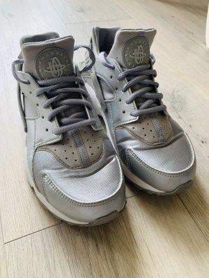 Nike Air Huarache Silber Sneaker