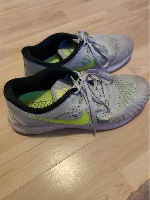 Nike Air in grau