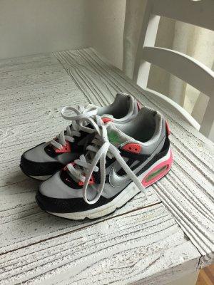 Nike AIR in toller Farbkombi