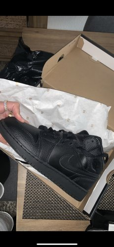 Air Jordan High Top Sneaker black