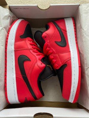 Air Jordan Skater Shoes neon red-magenta