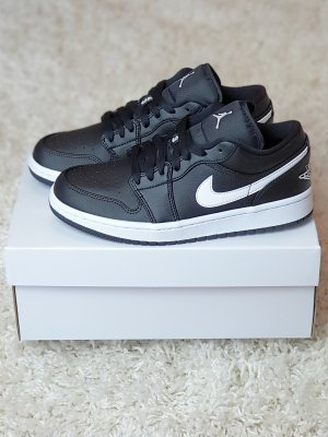 Nike Air Jordan 1 Low WMNS / EU 38,5