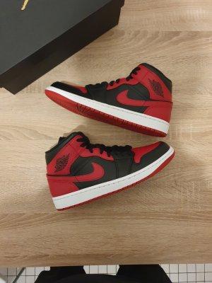 Jordan Basket montante noir-rouge