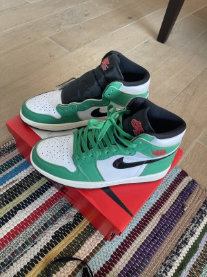 Nike Air Jordan 1 Retro High Lucky Green (40)